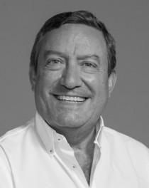 Dr. Mario Menéndez Núñez